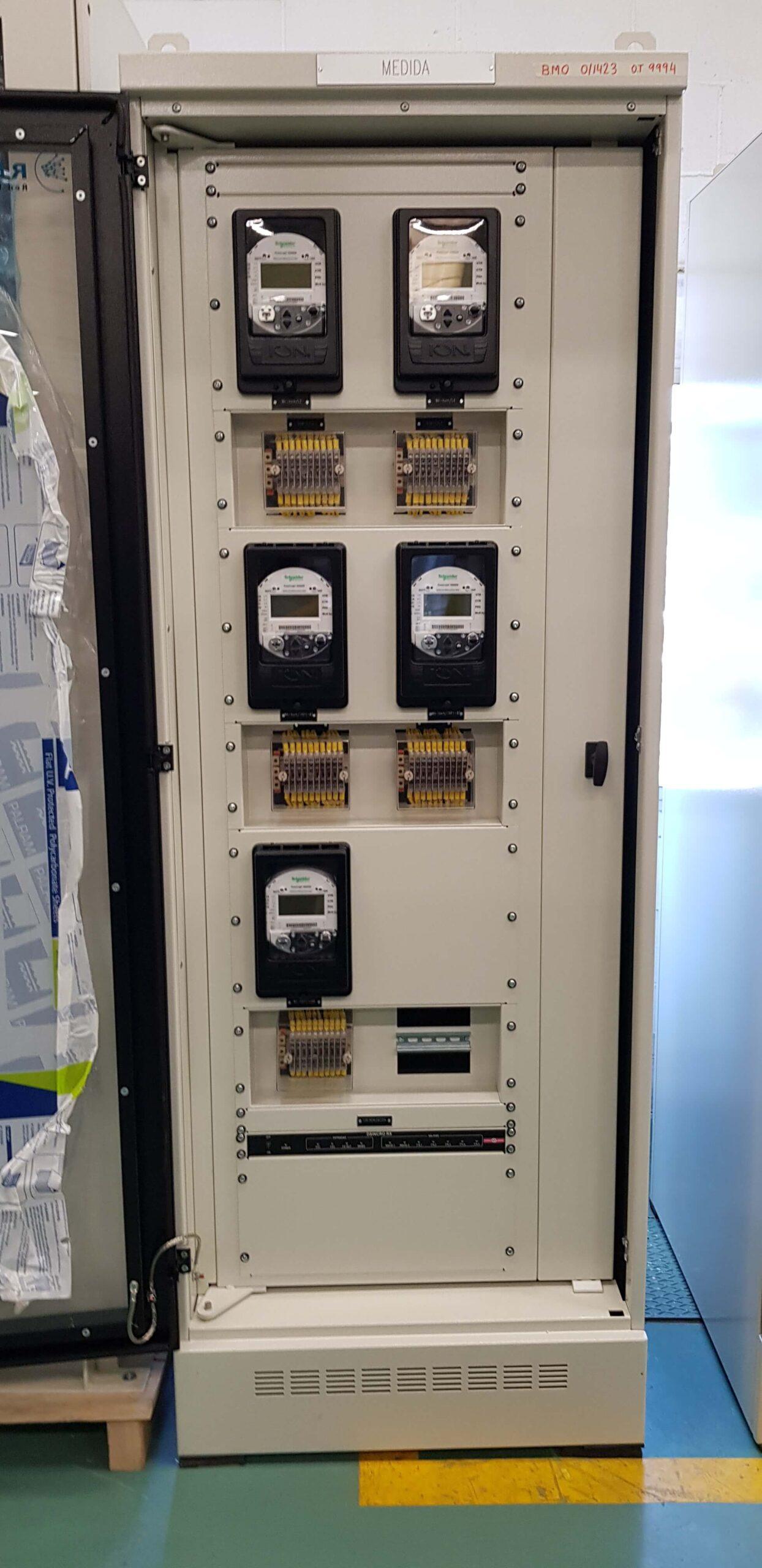 armarios de protección y panel de control